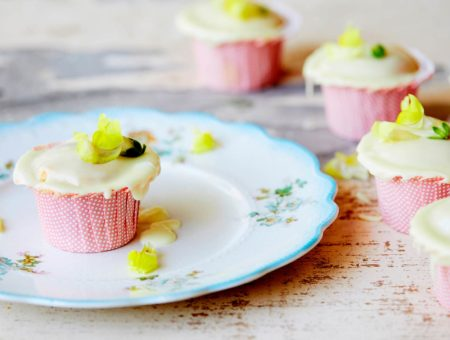 Vanilla Cupcakes with Lemon Icing